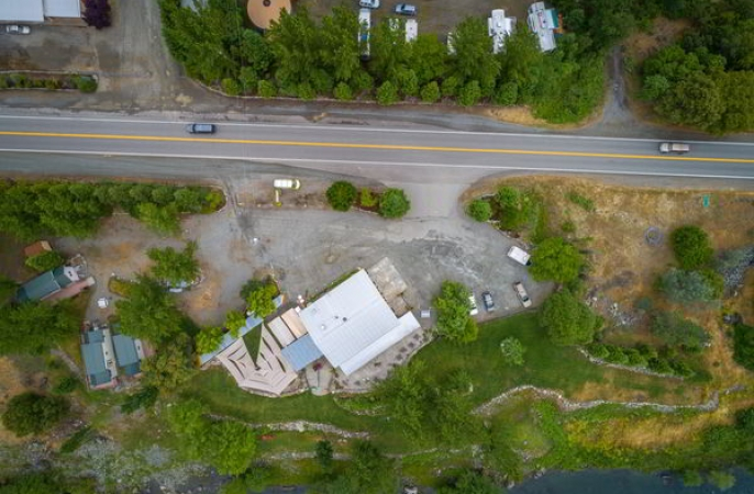 Strawhouse resorts Slide1